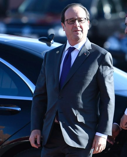 French President Francois Hollande arrives to attend the official lun